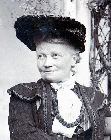 Flora_Annie_Steel_1904_(cropped)